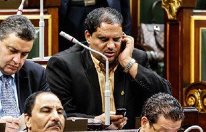 """بالصور.. على طريقة نظام """"حكاوى"""".. النواب يتحدثون فى الموبايل بجلسة البرلمان"""