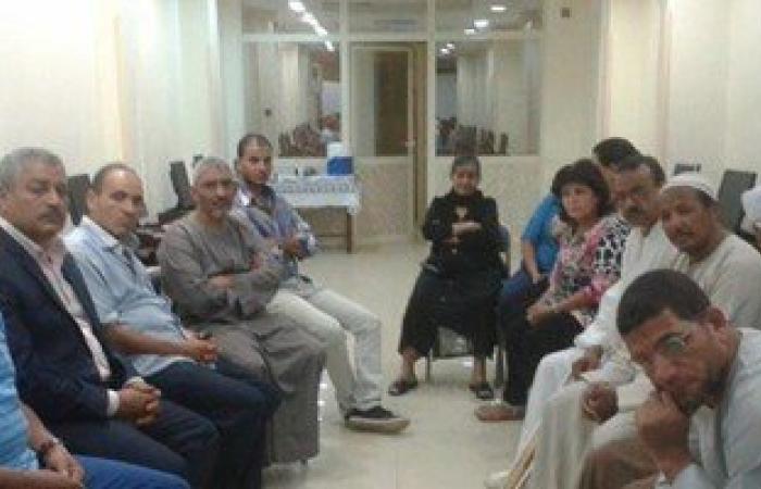 بالصور.. بيت العائلة بالأقصر يعقد جلسة صلح بين مدير مدرسة ومدرسه
