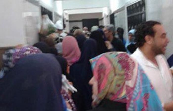 بالصور.. مشادات بين أمن مستشفى بسيون والمرضى بسبب غياب مسئول الختم