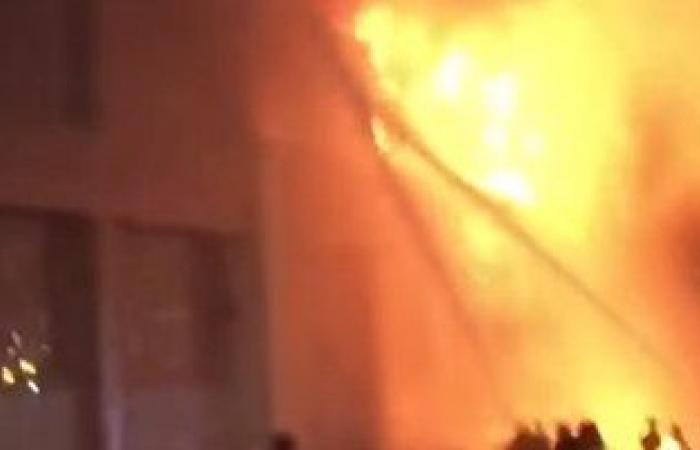 بالفيديو.. حريق ضخم فى مول تجارى بجازان فى السعودية