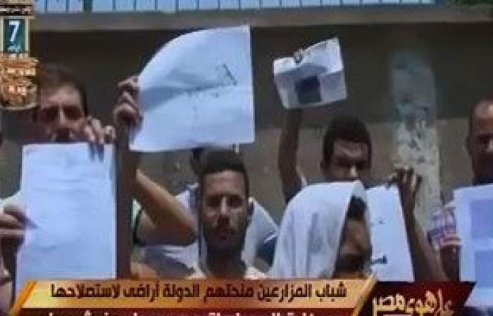 """""""على هوى مصر"""" يعرض تقريرا عن شباب منحتهم الدولة أراضٍ لاستصلاحها دون مياه رى"""