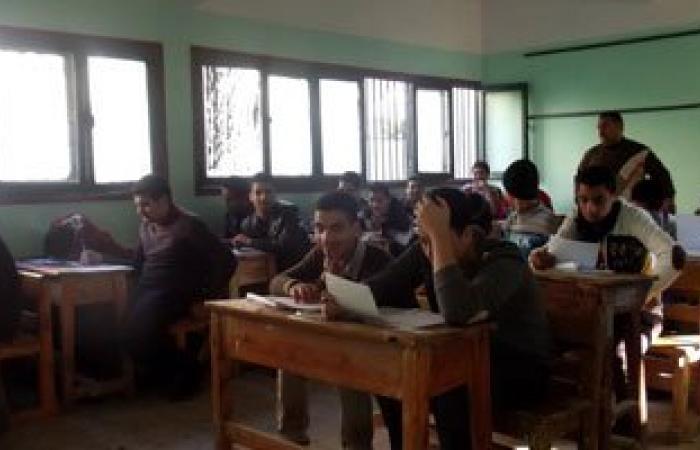 """""""التعليم"""": ضبط 25 حالة غش وانتحال شخصية بامتحانات الدبلومات حتى الآن"""