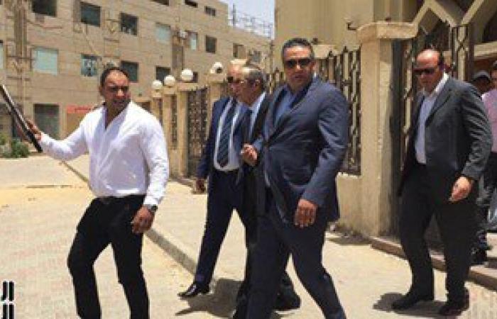 """بالفيديو..فى """"الكسب غير المشروع""""..زكريا عزمى يغادر المحكمة عقب التأجيل"""