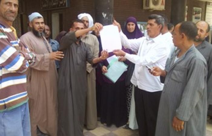 بالصور.. وقفة احتجاجية لعمال مدارس بكفر الشيخ للمطالبة بالتثبيت