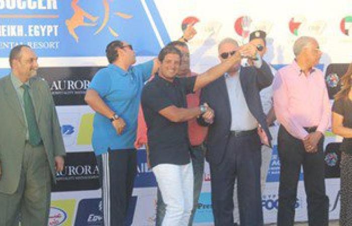 بالصور.. محافظ جنوب سيناء يسلم كأس بطولة الكرة الشاطئية لمنتخب الإمارات