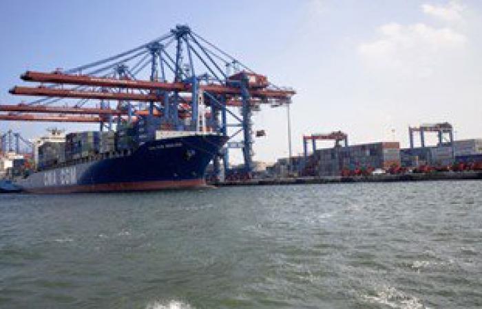 موانئ بورسعيد تستقبل 12 سفينة حاويات