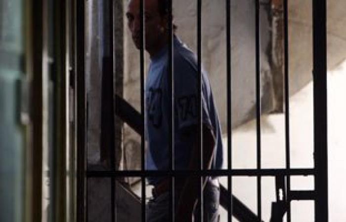 تجديد حبس موظف فندق بالعلمين لاستيلائه على حسابات فيزا السائحين وسرقتها