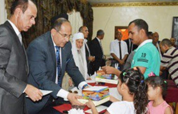 محافظ سوهاج يزور الأطفال الأيتام بالجمعيات ويوزع عليهم الهدايا