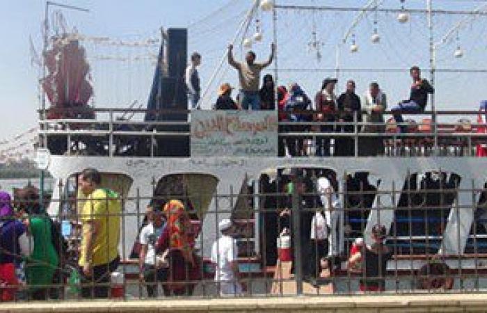 بالصور.. إقبال على الرحلات النيلية بالقليوبية فى ثانى أيام العيد