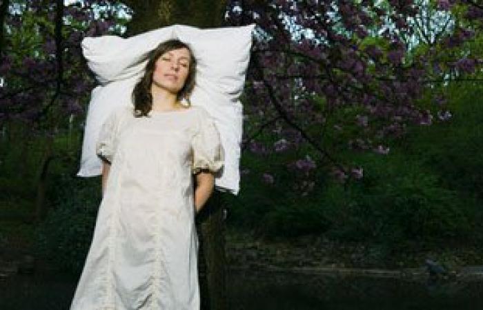 لماذا تحتاج المرأة عدد ساعات نوم أكثر من الرجل.. مخها أكثر تعقيدا