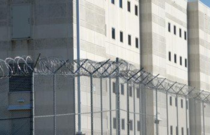 """نزيل بـ""""المؤسسة العقابية"""": والدى كان عايزنى ضابط والطريق الخطأ أخرته السجن"""