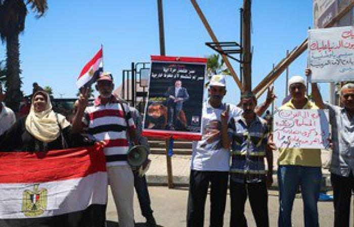 متظاهرو القائد إبراهيم يدينون التفجيرات الإرهابية فى جدة