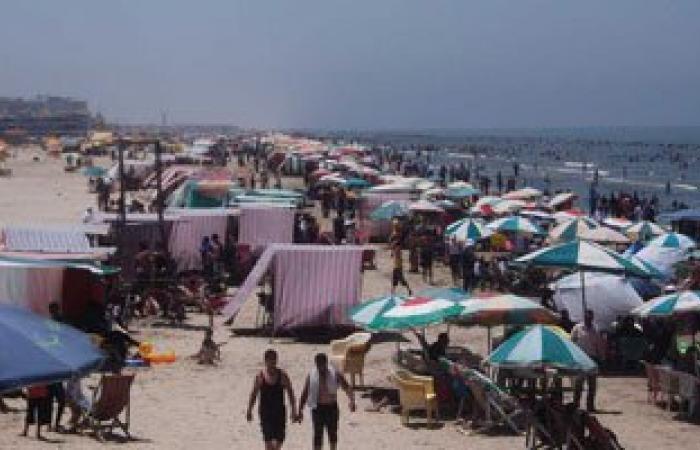 زيادة عدد المصطافين فى ثالث أيام العيد على شاطئ بورسعيد ورأس البر