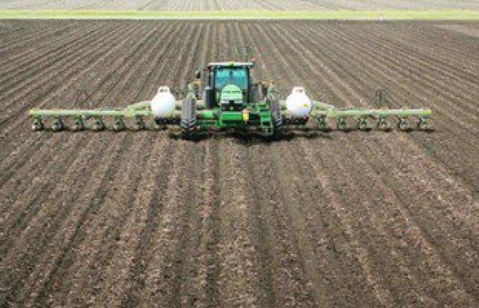 """""""الزراعة"""" تنهى 87% لعمليات حرث التربة وتطهير الترع والمجارى الموسم الجديد"""