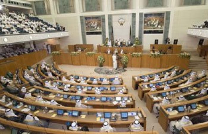 الكويتيون يبدأون التصويت لانتخاب أعضاء مجلس الأمة