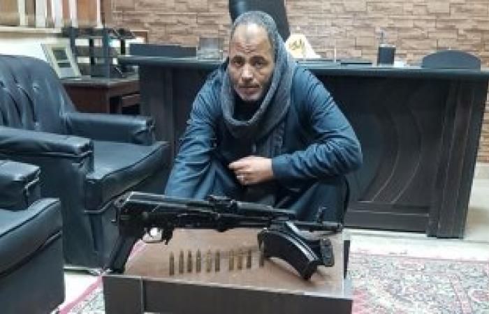 بسبب الثأر.. القبض على صاحب ورشة بحوزته بندقة آلى وذخيرة