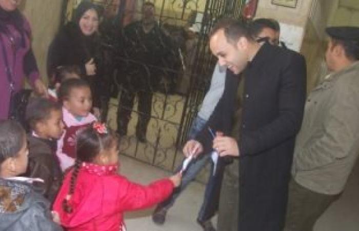 مركز شرطة بنى مزار يستقبل طلاب المدارس