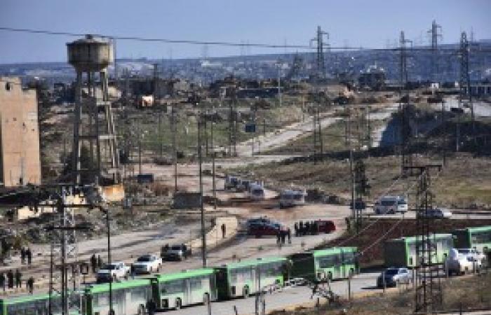 وصول 4 حافلات وسيارتي إسعاف لنقل الجرحى لمعبر الراموسة جنوب حلب