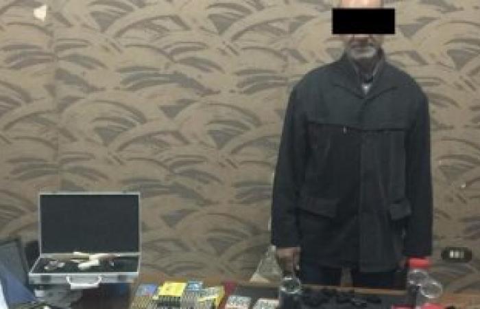 القبض على صاحب مكتبة بالسنبلاوين يصنع الأسلحة النارية ويبيعها للمجرمين