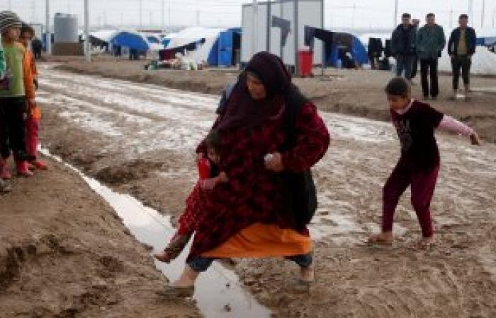 بالصور.. النازحين العراقيين من جحيم الحرب للوحل والطقس السيئ بمخيم خازر