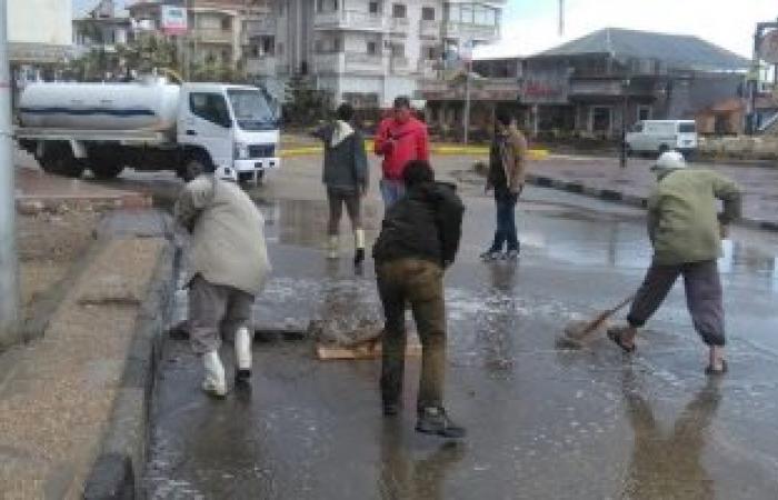 سقوط عامود إنارة برأس البر بسب سوء الأحوال الجوية
