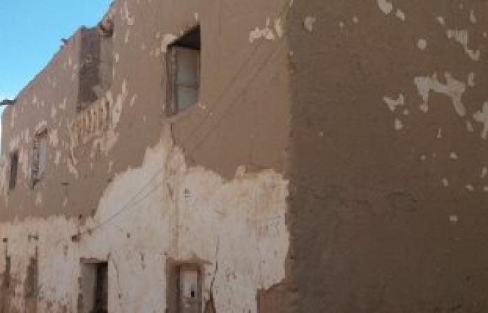 بالصور... أهالى قرية القصر الاسلامية بالداخلة مهددون بالموت تحت أنقاض منازلهم