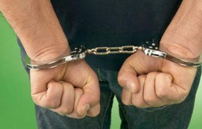 مباحث أخميم بسوهاج تلقى القبض على عامل هارب من حكم بالمؤبد