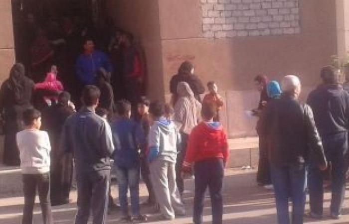 بالصور .. أهالي زرزارة العشوائية يقتحمون مشروع سكني ببورسعيد