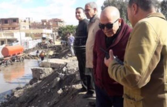 بالصور.. رئيس مدينة السنطة بالغربية يتابع إصلاح خط المياه بقرية مسهلة