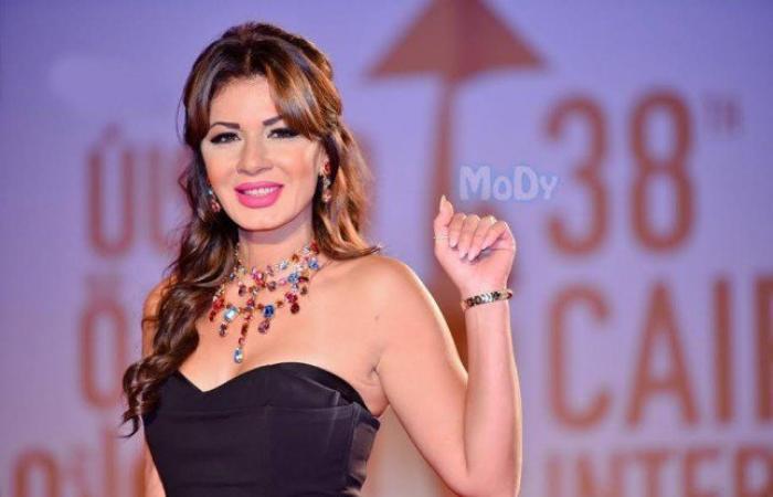 بالفيديو: نجلاء بدر تتعرض للإحراج ليلة رأس السنة