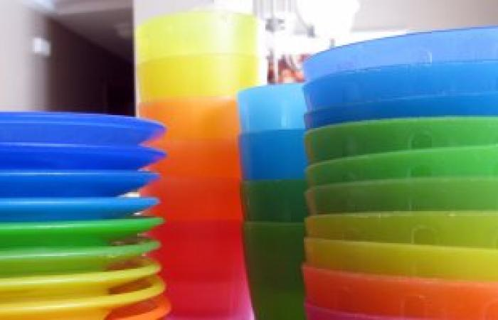 لربة الأسرة انتبهى.. استعمال البلاستيك الردىء يصيبك بالإكزيما التلامسية