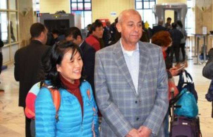 بالصور .. إستقبال رسمى وشعبى لـ260 سائح صينى لدى وصولهم أسوان