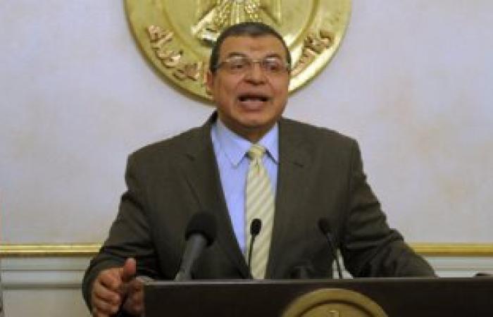 وزير القوى العاملة يبلغ الجهات الأمنية بقضية بيع عقود  عمل مزورة للإمارات