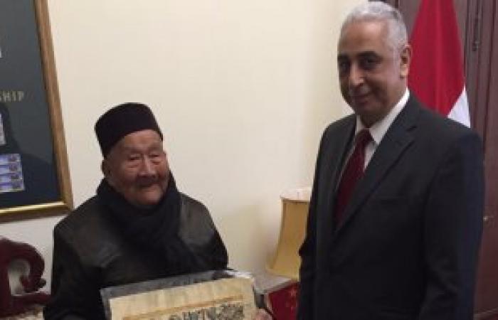 بالصور.. معمر صينى عمره 103 سنوات يزور مصر للترويج للسياحة