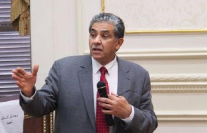 وزير البيئة: القانون لا يسمح بالتصالح مع حارقى قش الأرز لأنه جريمة
