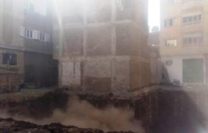 إخلاء عقار بحى شرق لوجود ميل بالمبنى وتشغيل مياه الحواويش بسوهاج