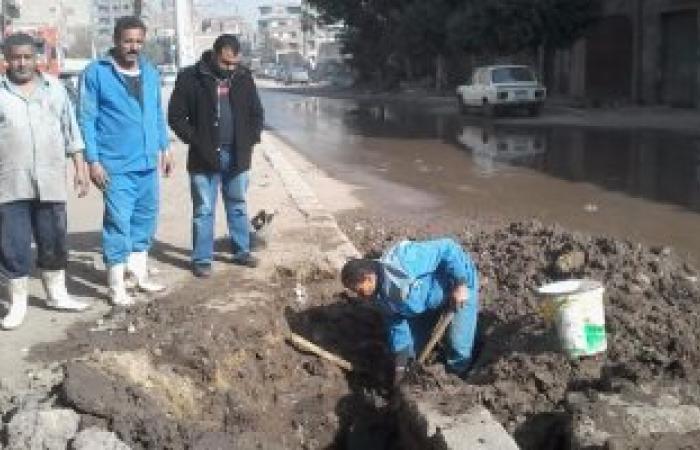 عودة حركة المرور لطبيعتها بشارع المحطة ببنها بعد إصلاح كسر بماسورة مياه