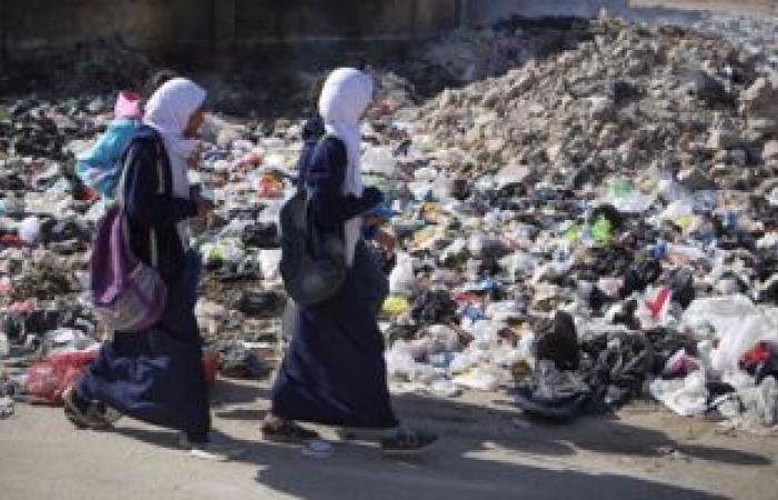 بالصور.. القمامة تحاصر مدارس شارع المطار بإمبابة وتهدد حياة الطلاب