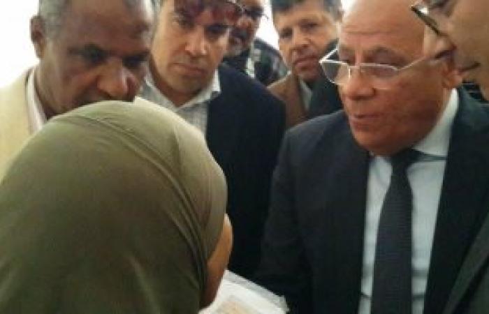 أهالى القابوطى ببورسعيد يشكون عتمة مساكنهم الجديدة لنائب وزير الإسكان