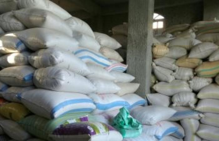 ضبط 27 طن أسمدة زراعية و5 أطنان أرز مجهولة المصدر داخل مخازن بالمنيا