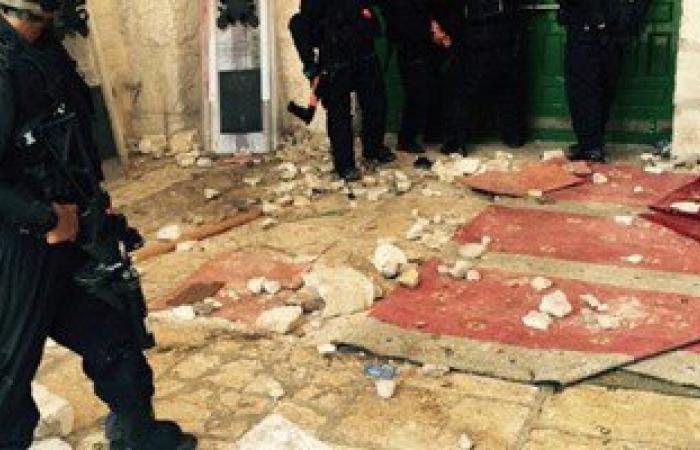 مستوطنون يقتحمون المسجد الأقصى وسط حراسة مشددة من الشرطة الإسرائيلية