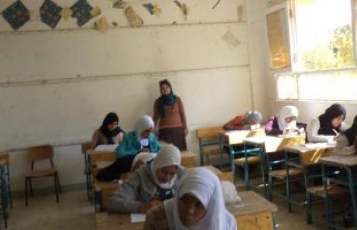 أولياء أمور طلاب الشهادة الإعدادية لغات يشتكون من أخطاء امتحان الجبر بالأقصر