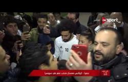 كأس العالم روسيا 2018 - الجماهير تلتقط الصور التذكارية مع صلاح في معسكر سويسرا