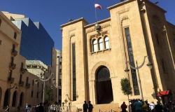 بالصورة... نائبة لبنانية تفاجئ مواطنيها بتشجيع السعودية بدلا عن بلدها
