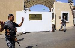 بالصورة... فنان لبناني في ضيافة السفير السعودي لحضور مباراة بين البلدين