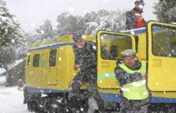 الدفاع المدني : تأمين 101 شخص إلى مناطق سكناهم نتيجة تراكم الثلوج