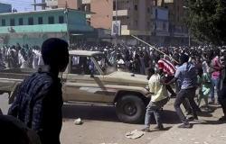 """مسؤولان سودانيان في دولة خليجية... سر الزيارة غير المعلنة وسط """"الاحتجاجات"""""""