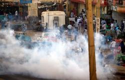 """المهدي يعلن: """"الثورة مباركة"""" في السودان"""