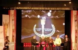 فاروق الفيشاوي يحصل على جائزة الريادة من «الكاثوليكي»