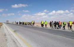 العقبة: 70 متعطلا يواصلون سيرهم على الأقدام إلى عمان منذ 4 أيام